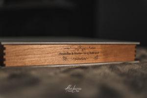 Tarifs, Livre + coffret artisanal en bois et toile.