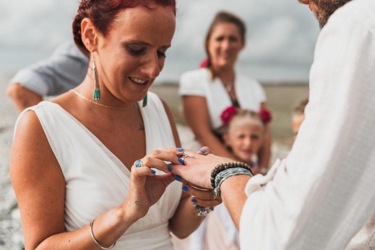 Mariage, Bretagne, cérémonie laïque, Plage, séance photo, amoureux, alliances,